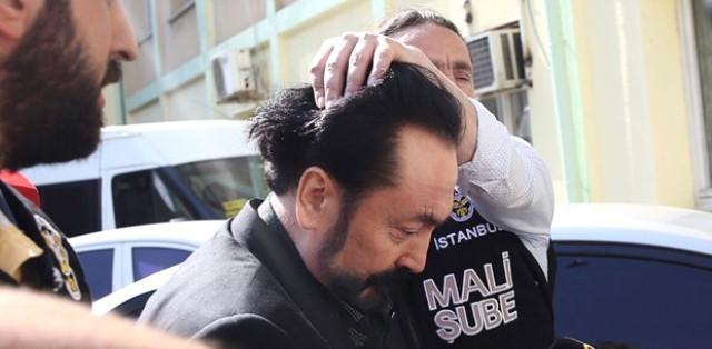 Türkiye'nin Gündemine Oturan Adnan Oktar Araca Bindirilirken Böyle Bağırdı!