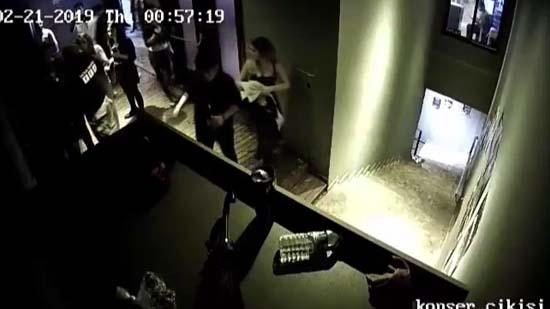 Yer: İstanbul! 6 Kadının Herkesin Gözü Önünde Dövüldüğü Görüntüler Ortaya Çıktı!