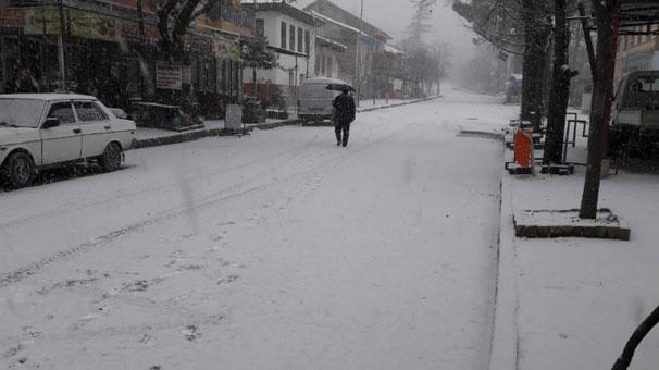 Yer: İzmir! Lapa Lapa Kar Yağdı, Her Yer Beyaza Büründü