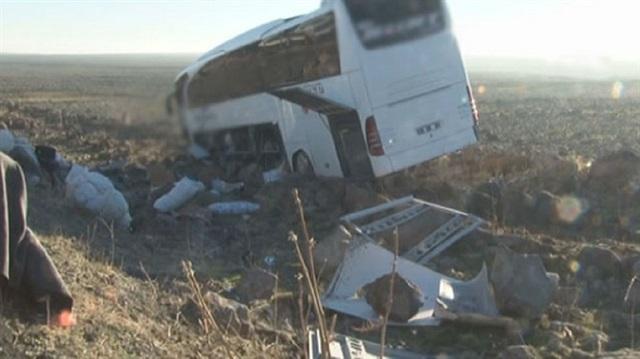 Yolcu Otobüsü Tarlaya Uçtu! 15 Yaralı