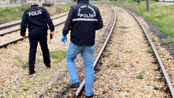 Yük Treniyle Fotoğraf Çektirmek İsteyen Gençler Canından Oluyordu! 30 Bin Voltluk Akıma Kapıldılar!