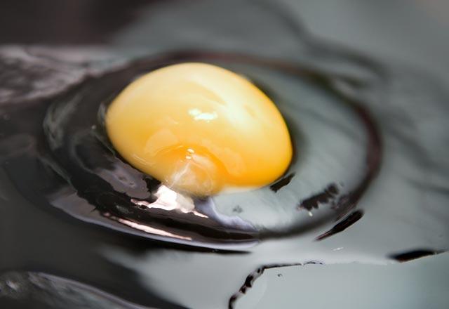 Yumurtanın İçerisindeki O Garip İp Gibi Şeyi Çöpe Atmayın! İşte Mucize Faydası